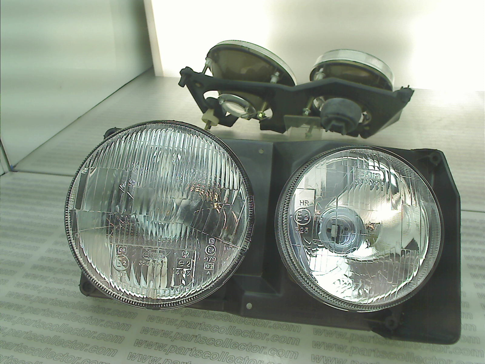 SET OFF RH HEAD LIGHTS